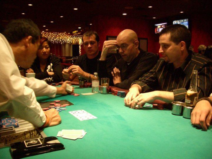 Play Walker Poker Online